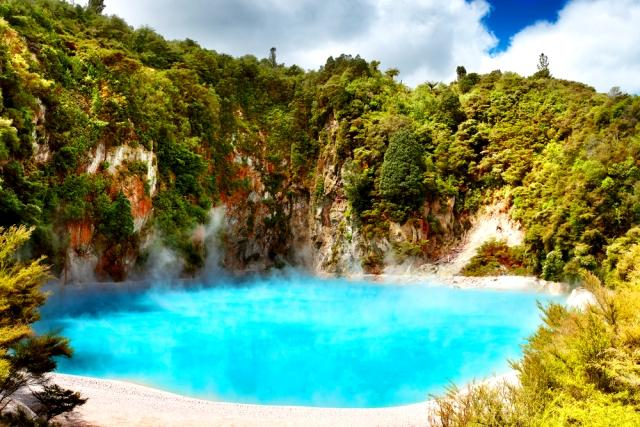 5-reasons-spring-is-the-best-season-to-visit-new-zealand-thermal-pools-auto-europe